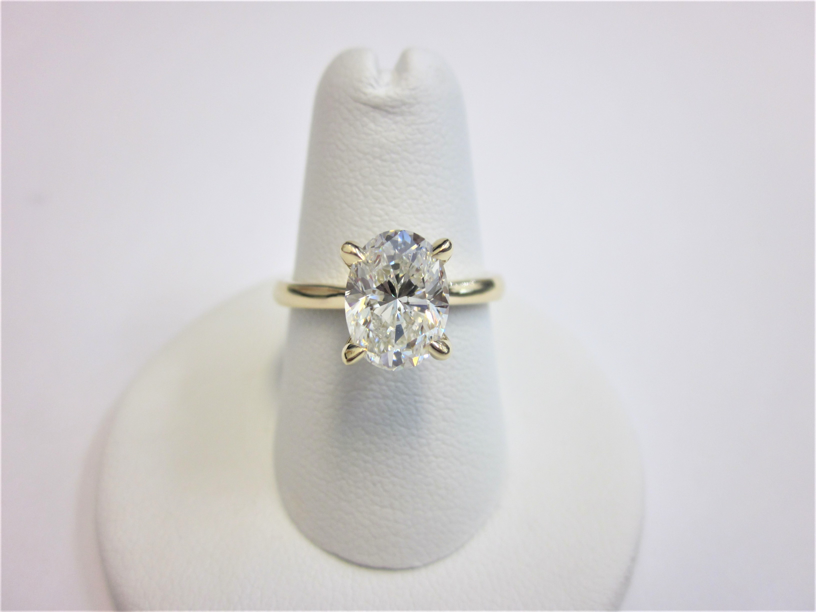 rings tapered group platinum and center baguettes round adamine diamond cut with stone carat engagement brilliant